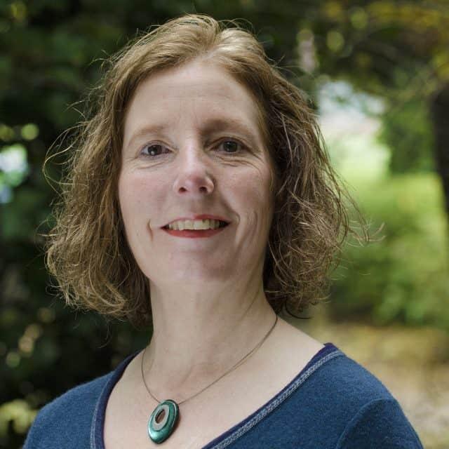 Dr Bronwen Davies